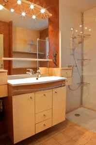 Salle de bain avec douche et WC séparé...